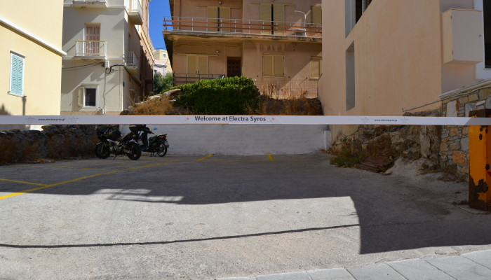 Electra Syros parking