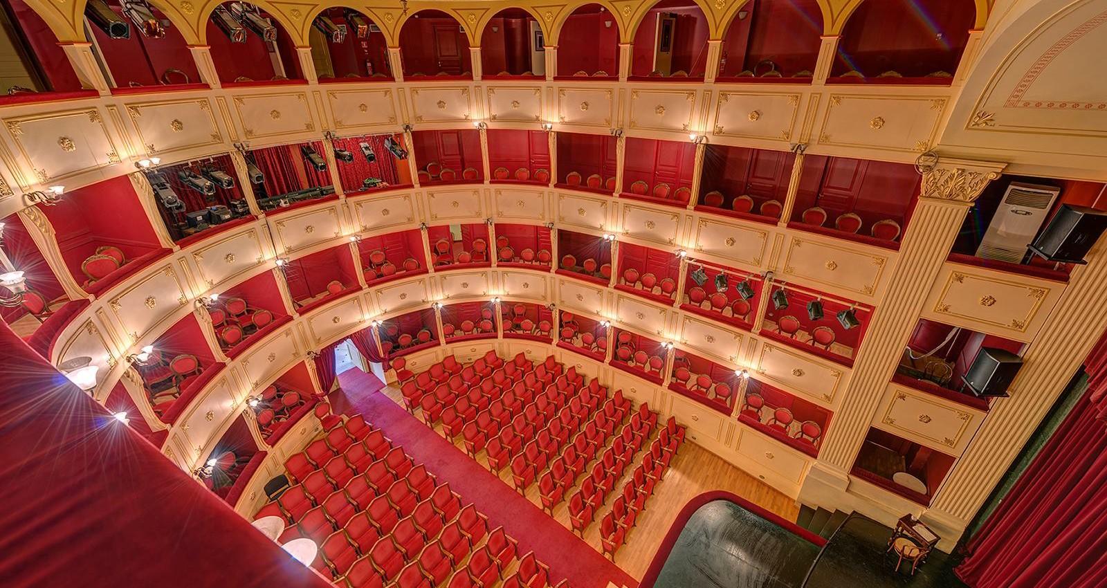 apollon theater 2